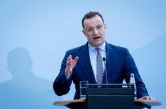 Pannenminister Jens Spahn steht der Opposition Rede und Antwort